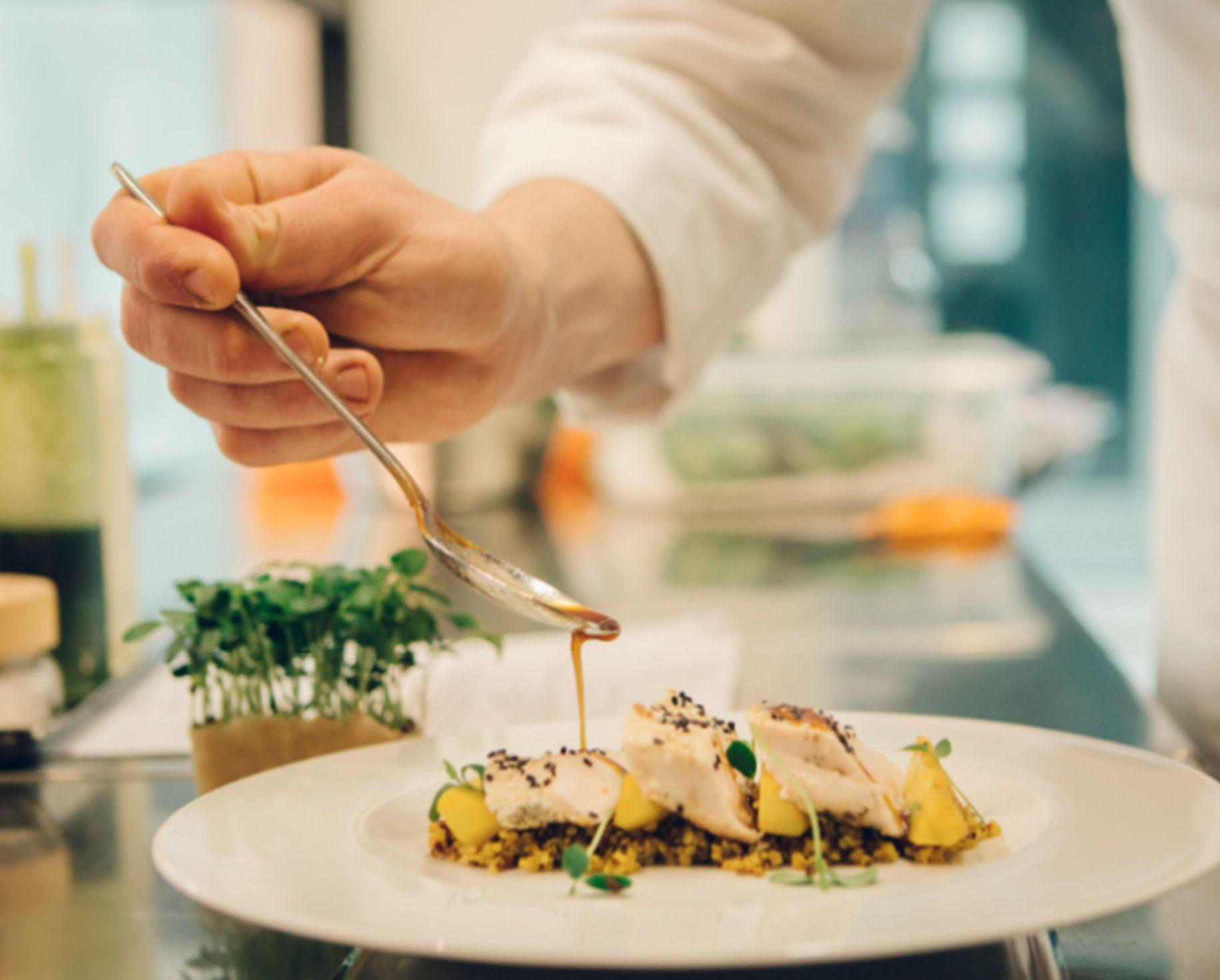 Angelo Biscotti Executive Chef per Consulenze di Ristorazione e Master Chef per Corsi di Cucina privati e nelle scuole più rinomate. Consulenza di cucina a Milano per Strat up ristorante ÁMATI.