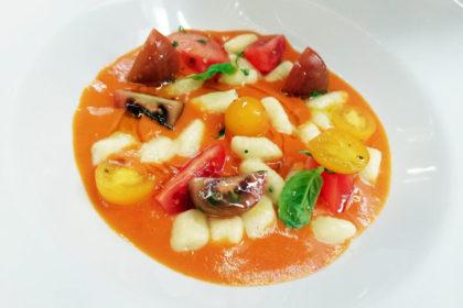 Crudo e cotto di pomodori con gnocchi di ricotta e basil cress