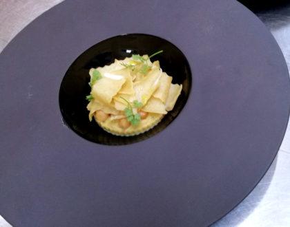 Lagane di riso Basmati al burro e salvia, ceci, chips d'aglio